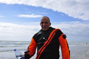 Achim Schlöffel taucht als erster Mensch durch den Ärmelkanal