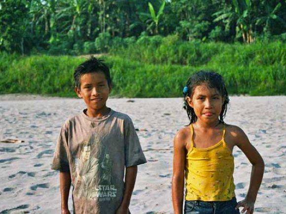 Einheimische Kinder am Amazonas