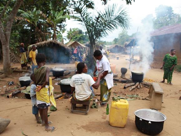 Vorbereitung Abendessen im Kongo