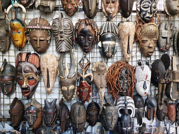 Afrikanische Masken auf dem Green Market Square