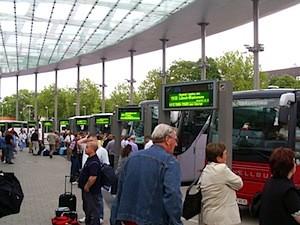 Bussteig auf dem Zentralen Omnibus-Bahnhof in Hamburg © Lorenz Teschner