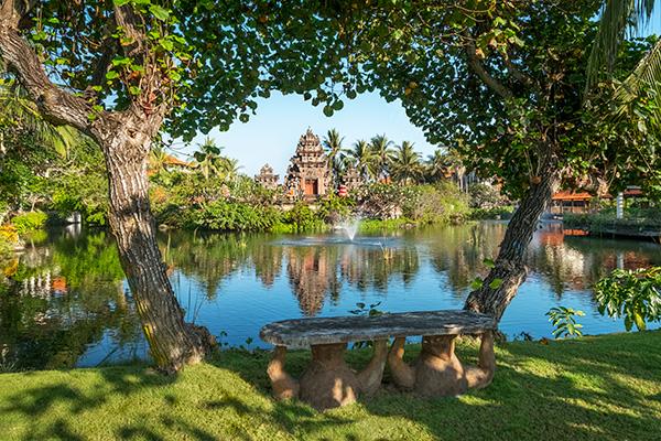 Ayodya Resort Bali Garten und Lagune